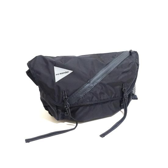 and wander 20L messenger bag